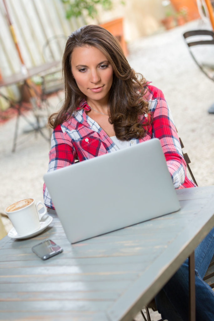 39230052 Beautiful Young Woman Typing On Laptop
